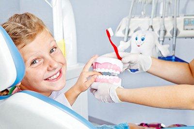 lechenie-zubov-detyam-v-stomatologii-lyumi-dent